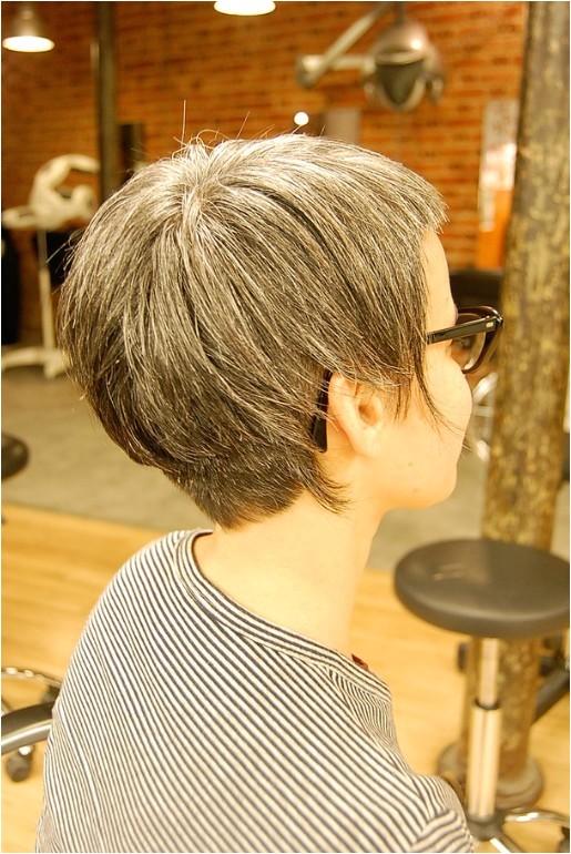 stylish asymmetrical bob haircut for women