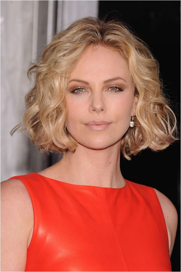 the best haircuts for women with long faces