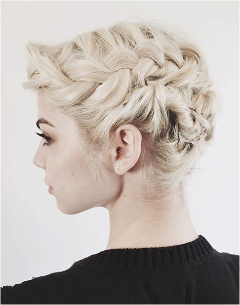 easy and stylish updos for short hair