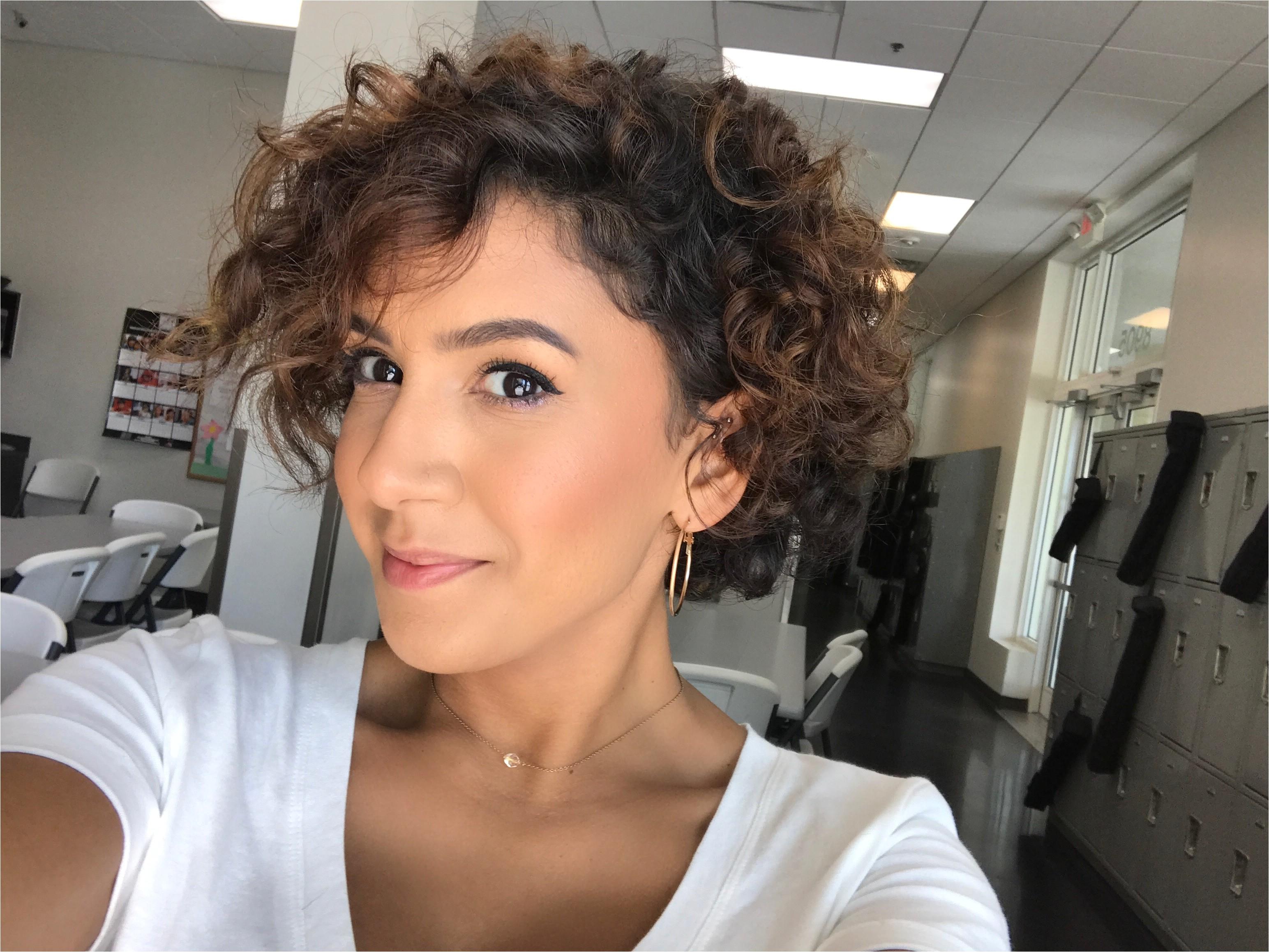 concave bob haircut curly hair