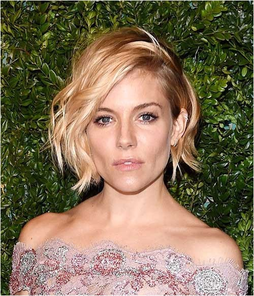 20 short hairstyles for wavy fine hair