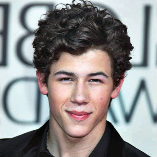 curly hairstyles for men with round faces 2