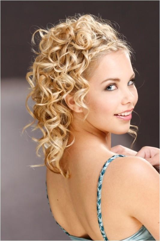 cute medium bridesmaid hairstyles 2455