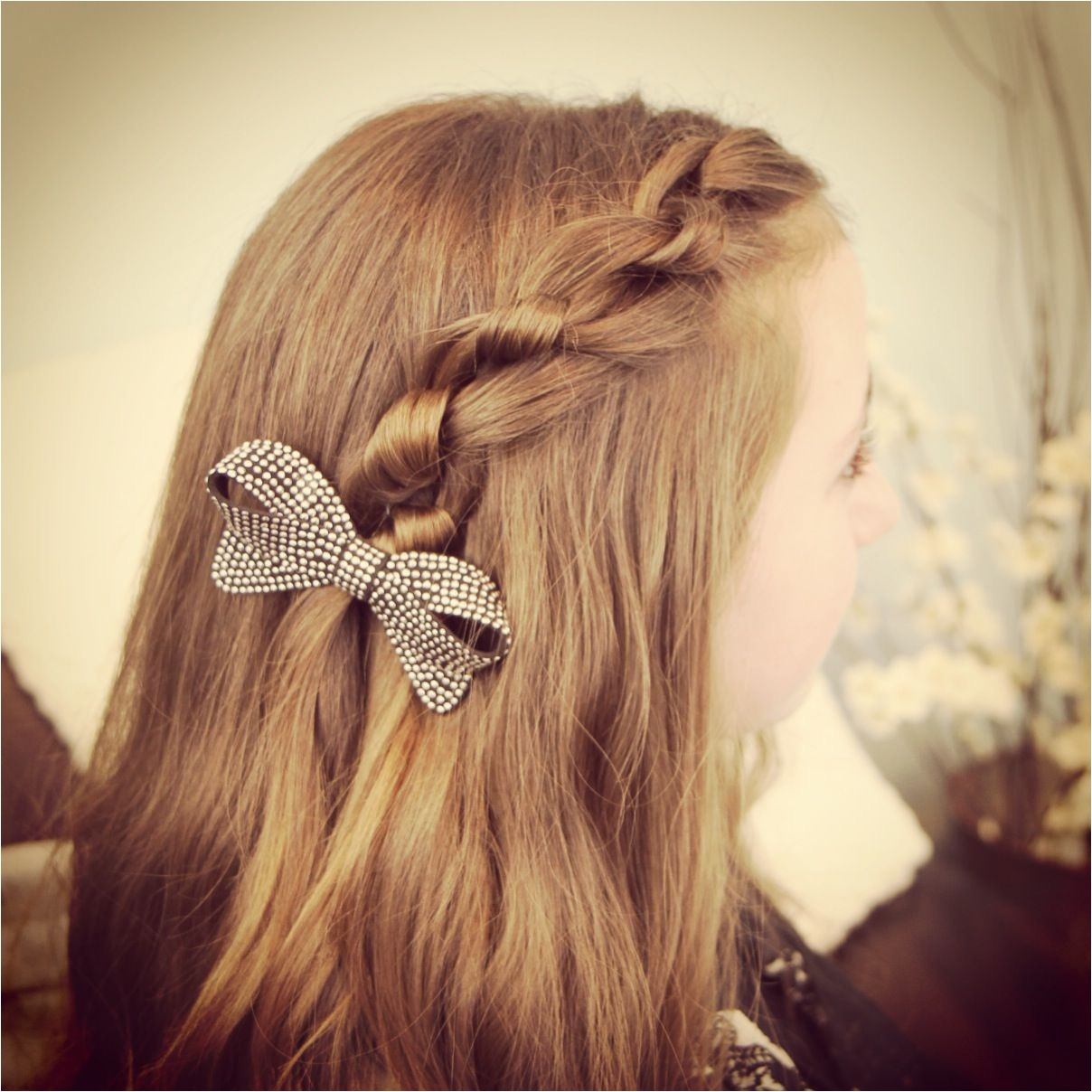 Knot braid Literally just tying knots in your hair and it looks really cute