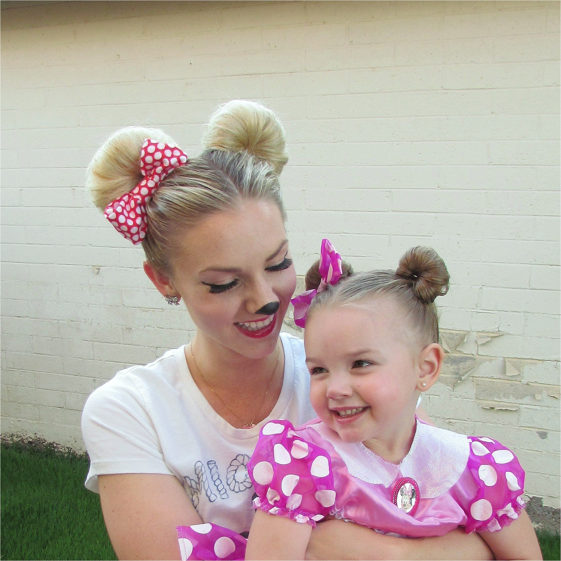 How to Minnie Mouse Hair for Halloween and or Disneyland Disney