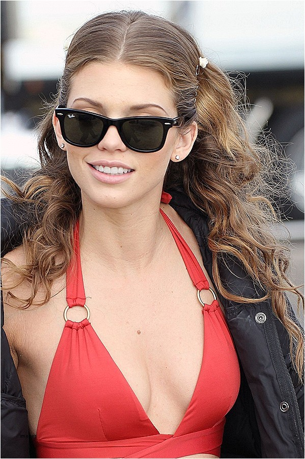 cute hairstyles for people with glasses