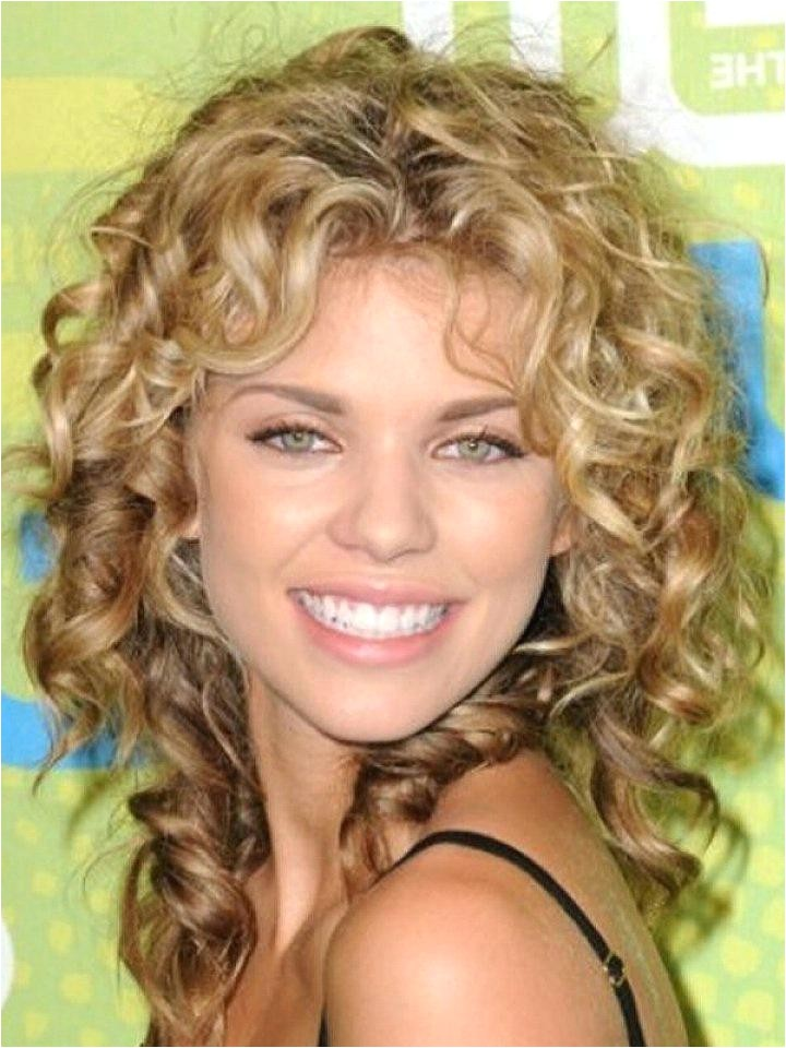 how to do cute hairstyles for long curly hair