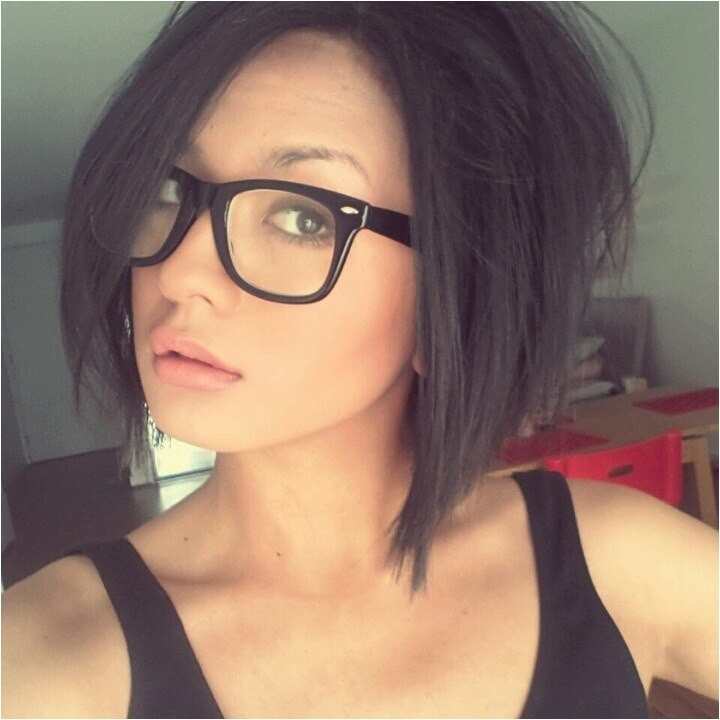 cute hairstyles for women with glasses this year