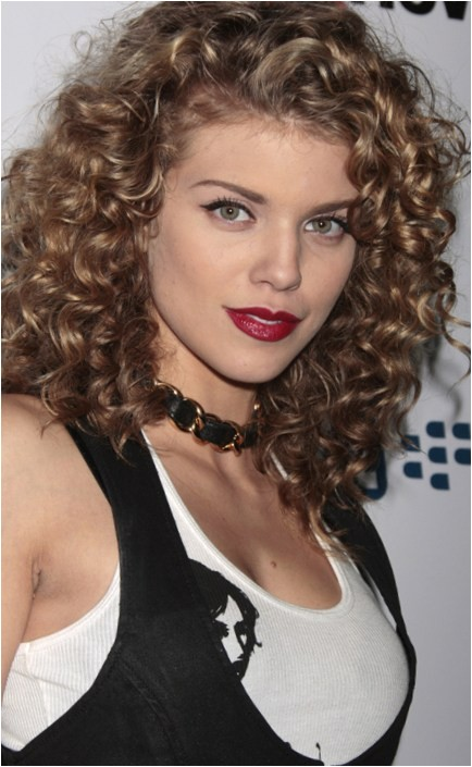 hairstyles for women who have thick curly hair