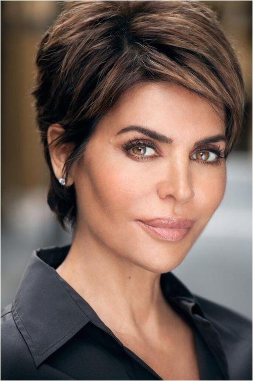 short hairstyles women 40
