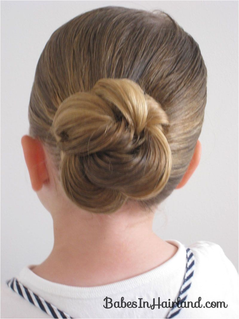 Loopy Bun Hairstyle Mine of course didn t look quite so sleek and polished but still turned out pretty cute and M liked it