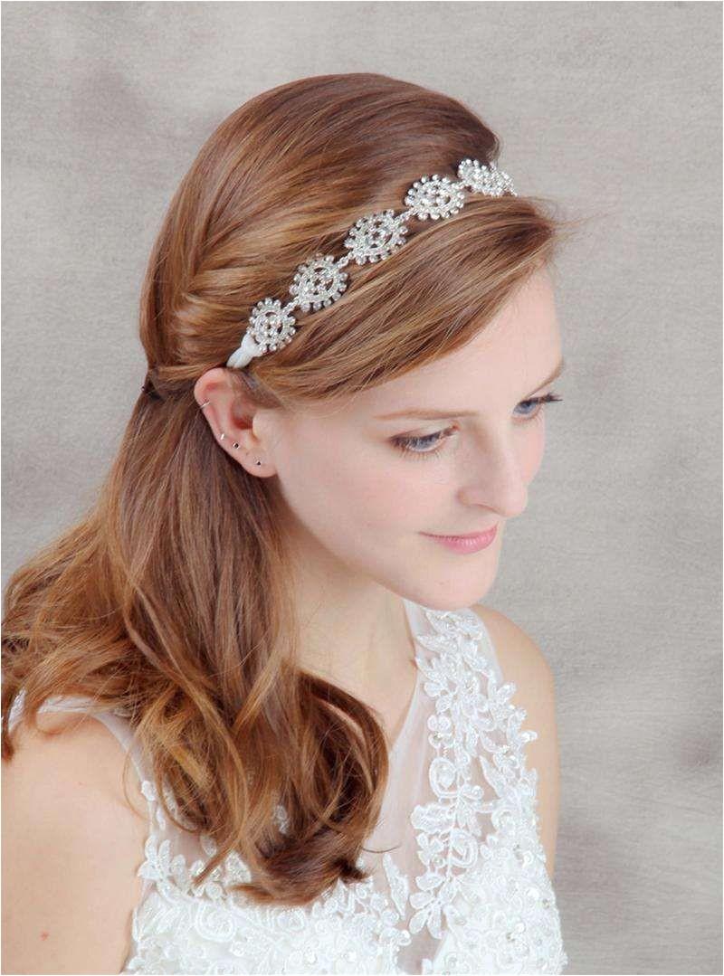 Beautiful Spanish Wedding Hairstyles Idee acconciature da sposa con la tiara Acconciatura semiraccolta con tiara