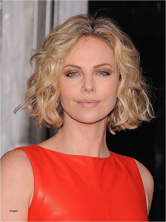 hairstyles for 40 year old woman with curly hair