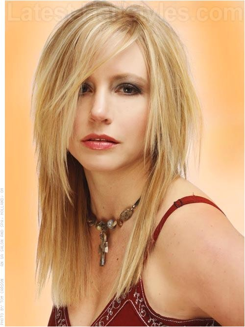 long hairstyles women round faces