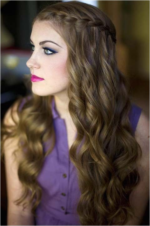 Hairstyles that Suit Curly Hair 60 Curly Hairstyles to Look Youthful yet Flattering