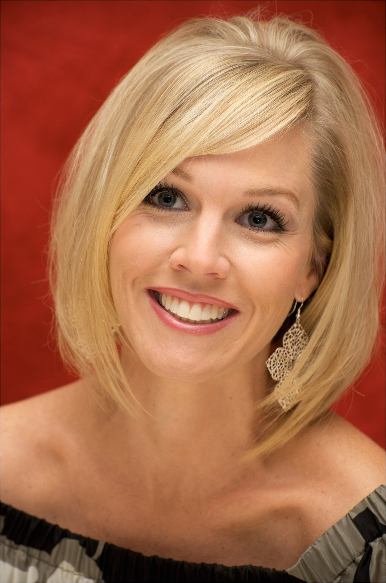 jennie garth hairstyle side view