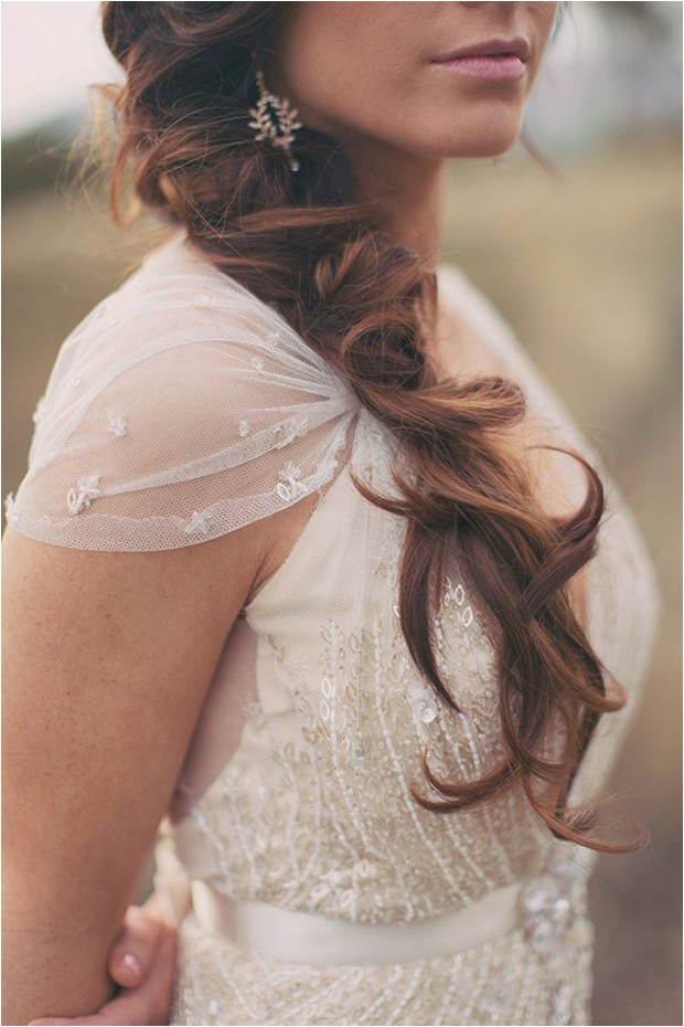 messy hair dont care 16 messy bridal hairstyles that just dont give a damn