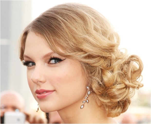 celebrity hairstyles taylor swifts curly loose bun