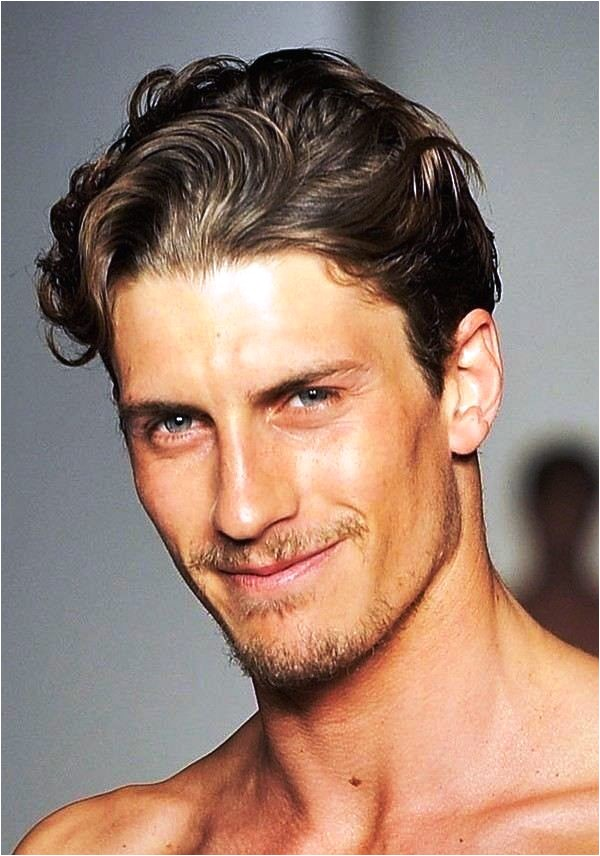 25 wavy hairstyles for men to try this year