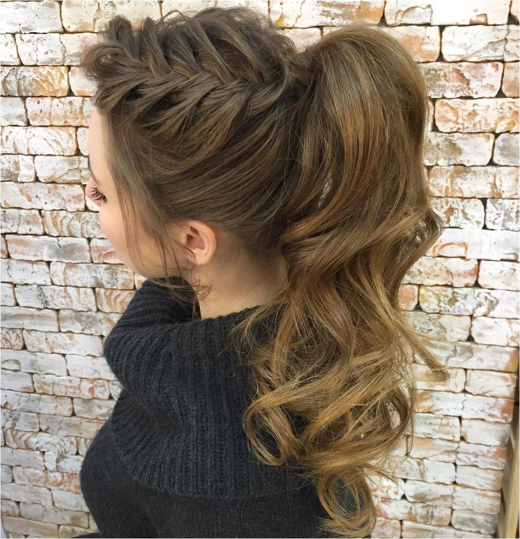 curly and wavy ponytails
