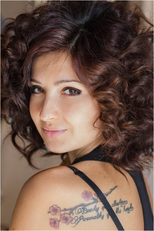 short puffy hair styles for women