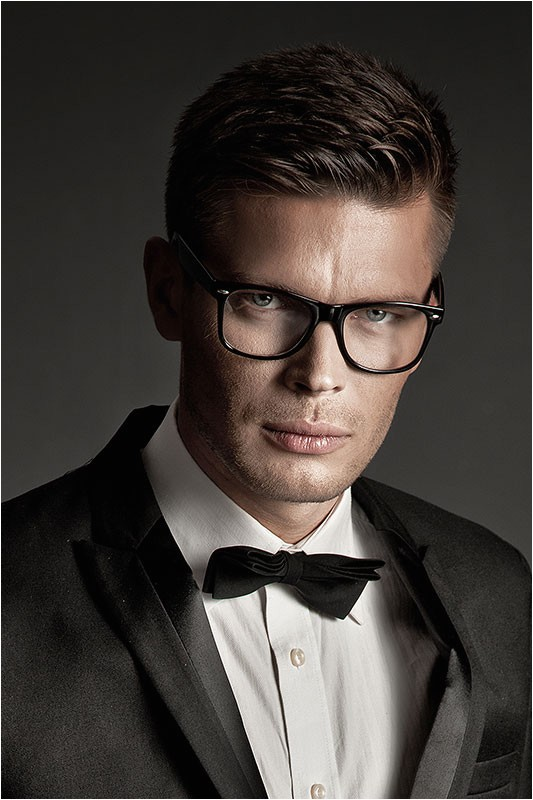 22 pictures that prove glasses make guys look obscenely hot