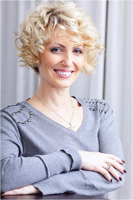 short curly hairstyles for mature women