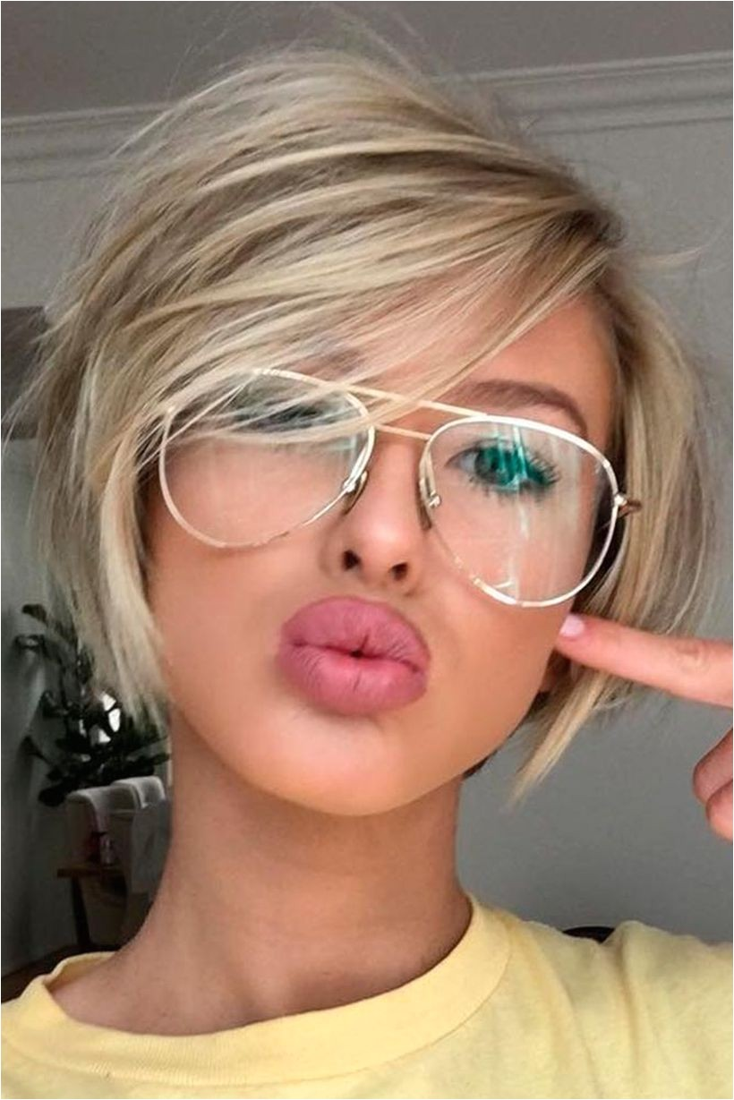 Cool short pixie blonde hairstyle ideas 147