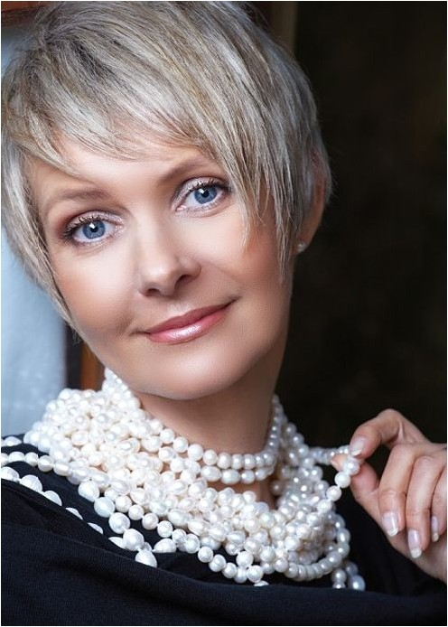 20 short hairstyles for older women