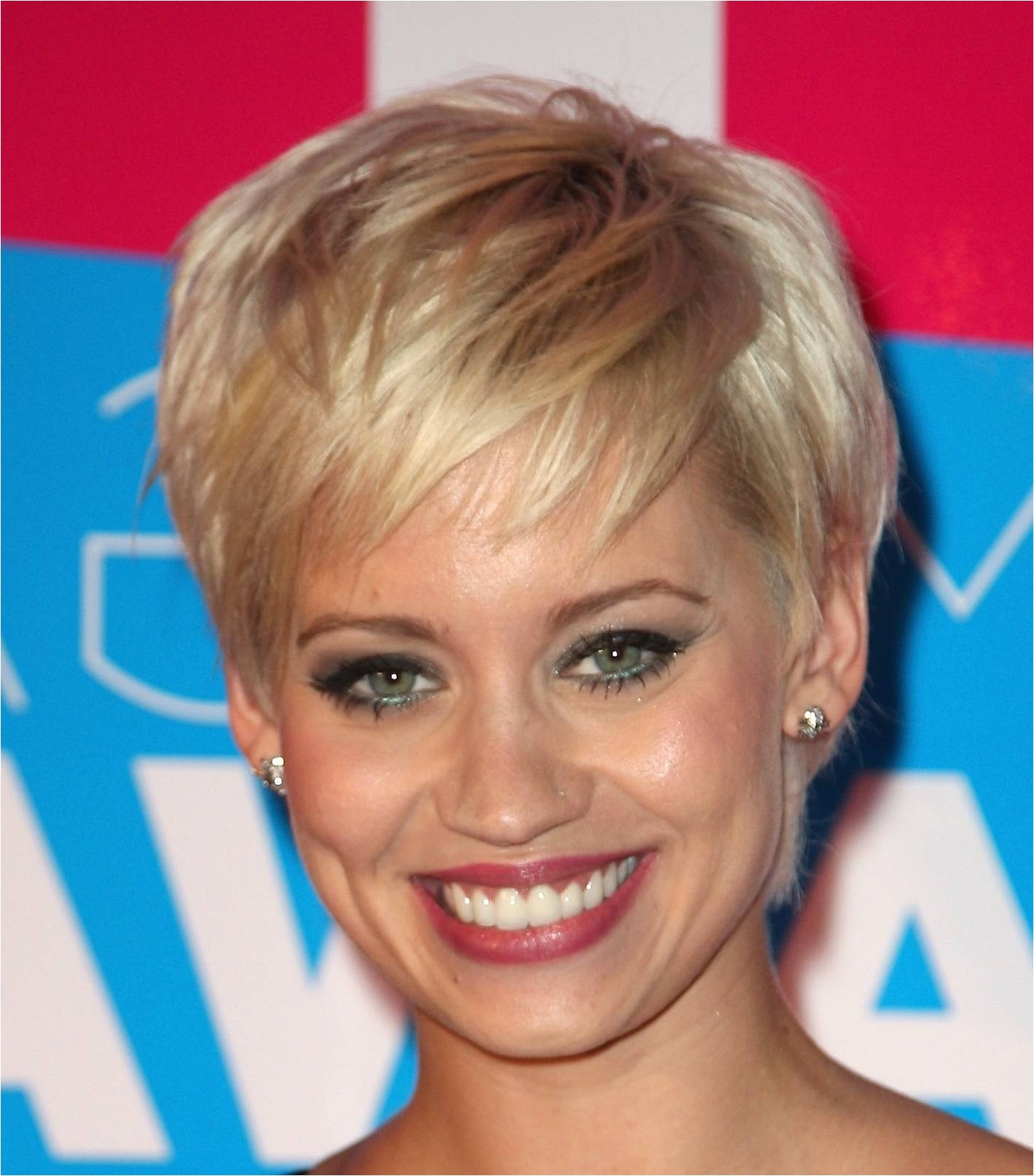 hairstyles for older women with round face