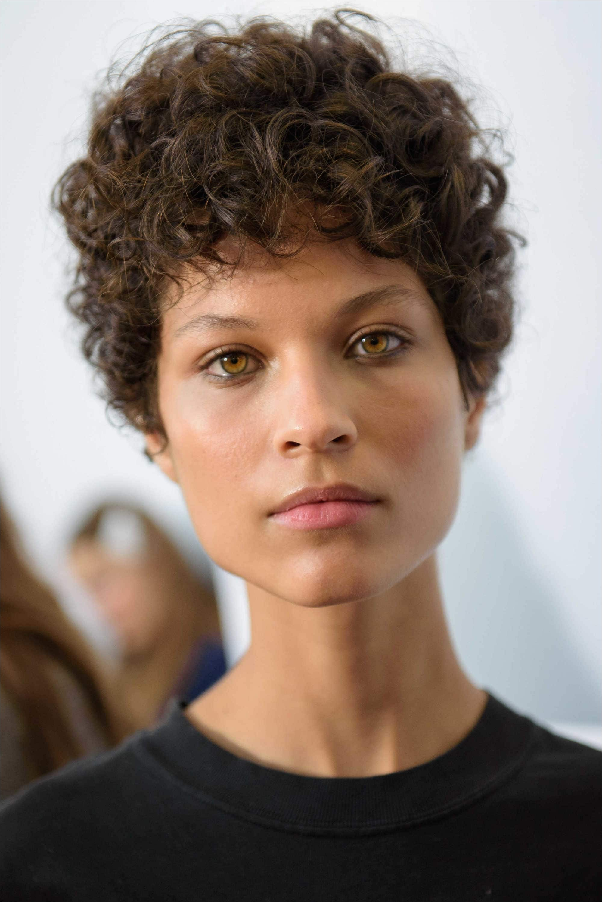 Short Tight Curly Hairstyles Short Curly Hair 3 Flattering and Simple Styling Ideas