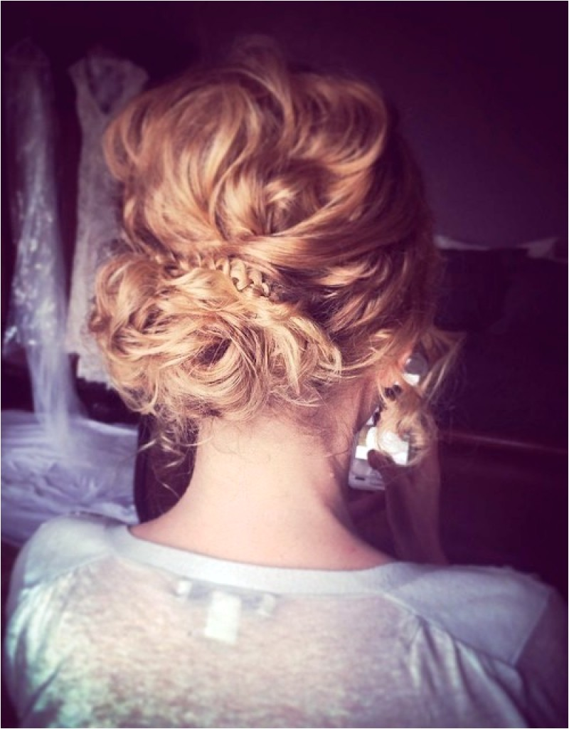 pin up hairstyles for short curly hair