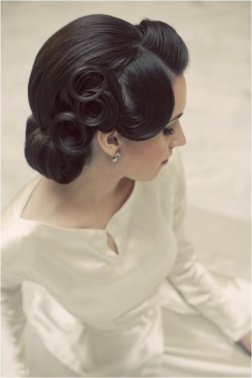 vintage hairstyles match vintage dress