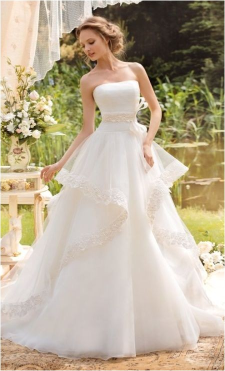 Best Hairstyle for Strapless Wedding Dress 73 Unique Wedding Hairstyles for Different Necklines 2017