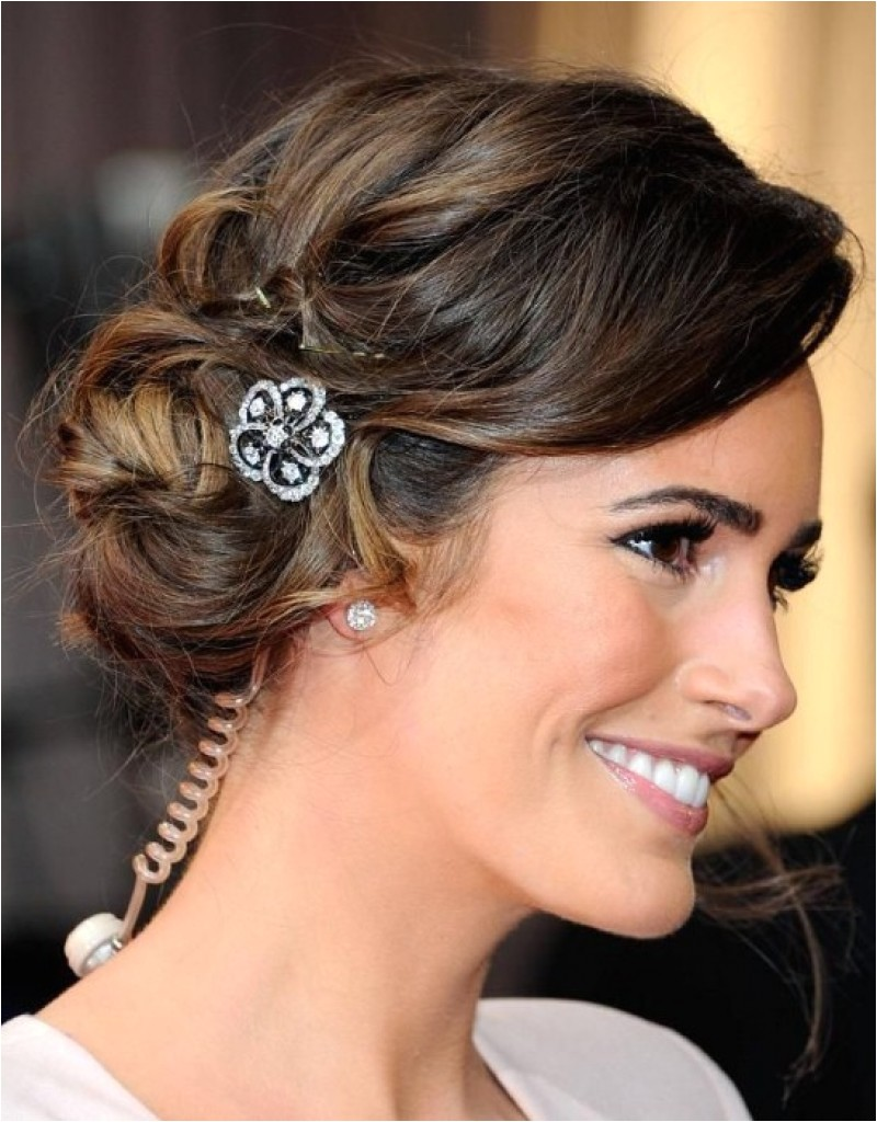 indian bridal hairstyle round face