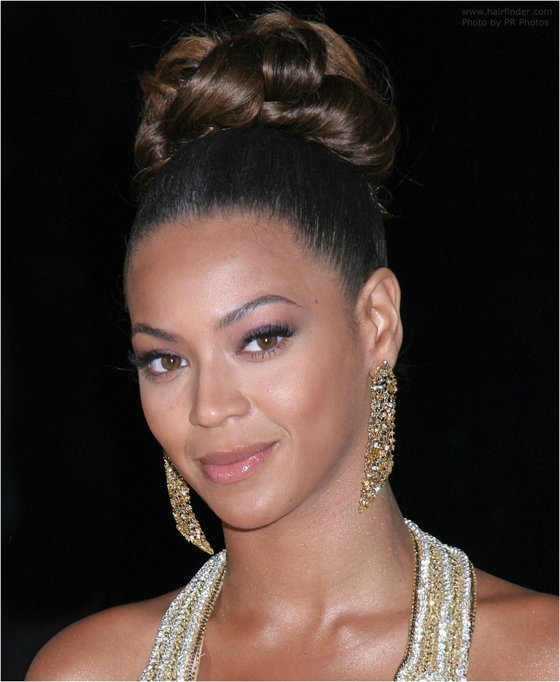 Beyonce Wedding Hairstyle Beyonce Knowles with Her Hair Worn Up with Curls In the Crown