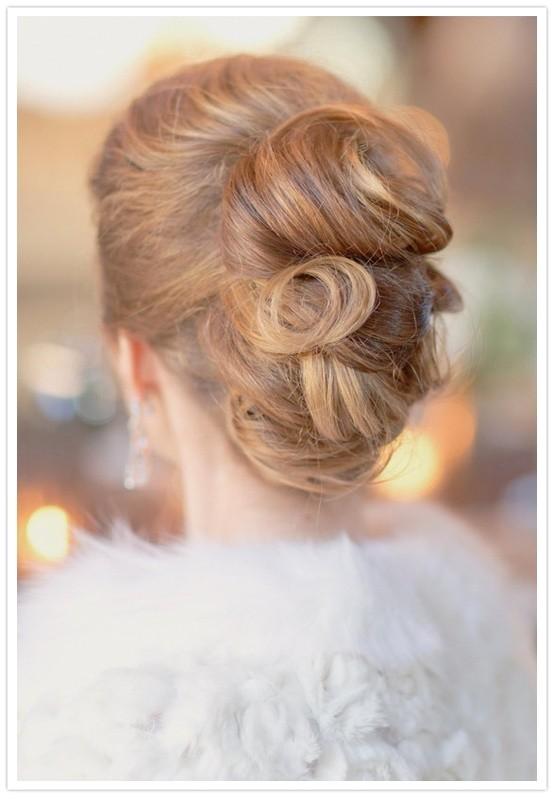 7 beautiful ideas for wedding day hair