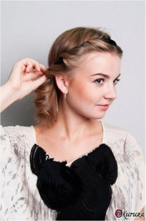 diy easy greek hairstyle with a bandage