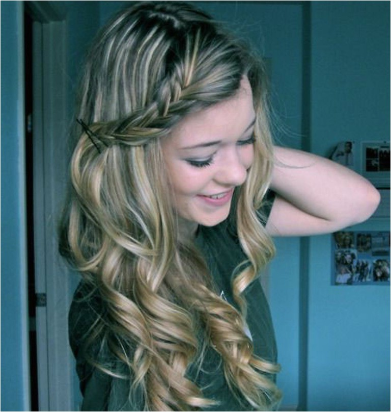 simple hairstyles for curly hair womens