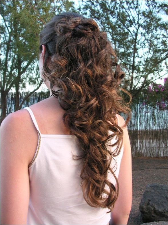 easy hairstyles for curly hair to do at