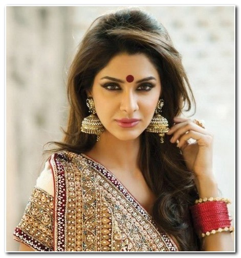 easy hairstyles for long hair on saree