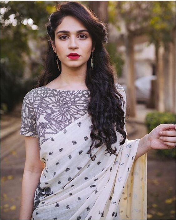 best and cute hairstyles for sarees