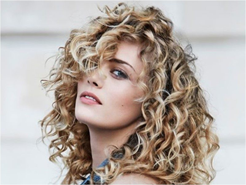 3 quick hairstyles for curly hair