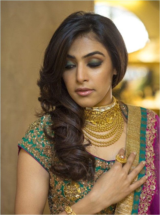 hair styles that suits for all types of sarees