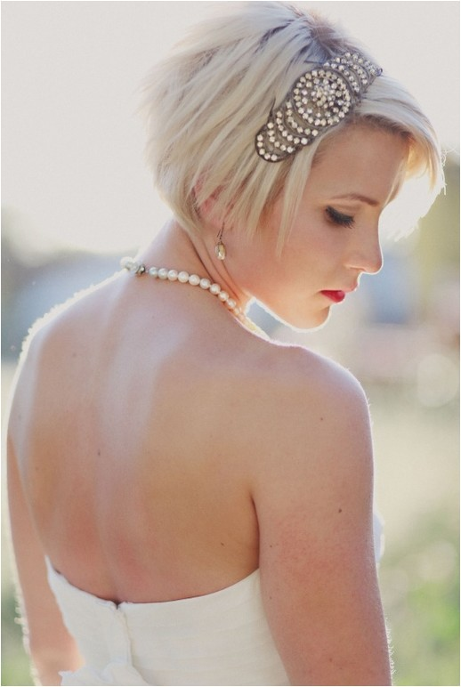 short wedding hairstyles for those who want to remain hassle free