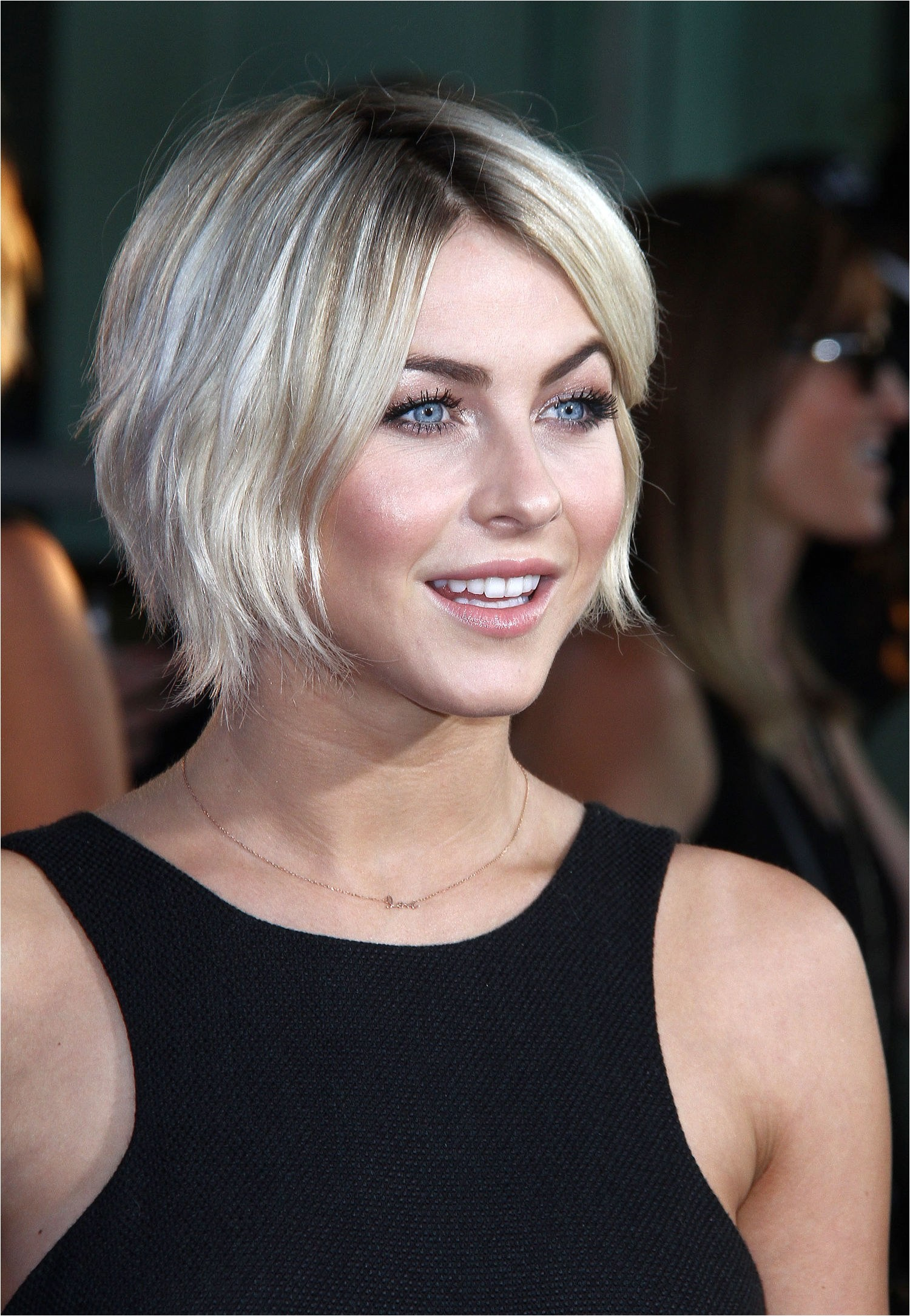 growing out a short hairstyle