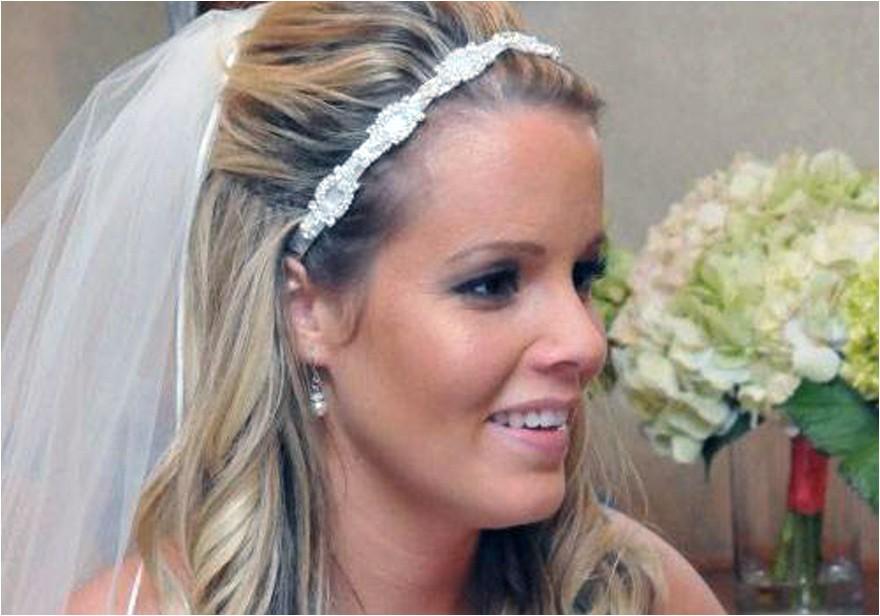 simple beach wedding hairstyles with veil