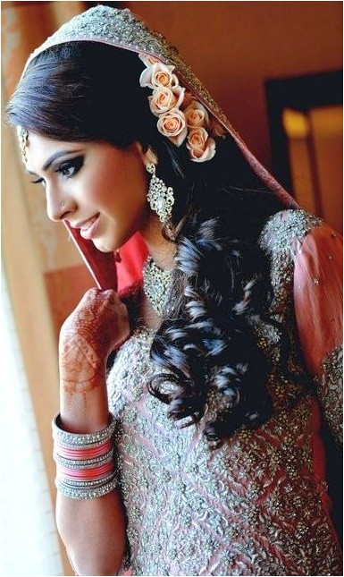 indian bridal hairstyles for long hair with flowers in saree