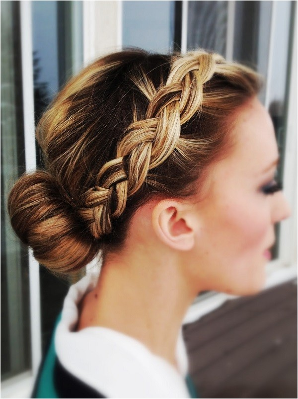 simple yet sophisticated wedding hairstyles for bridesmaids
