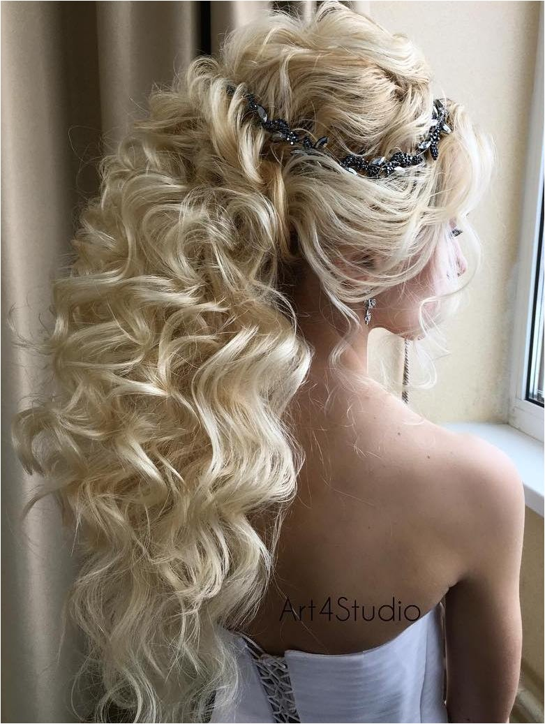 wedding hairstyles for long curly hair updos